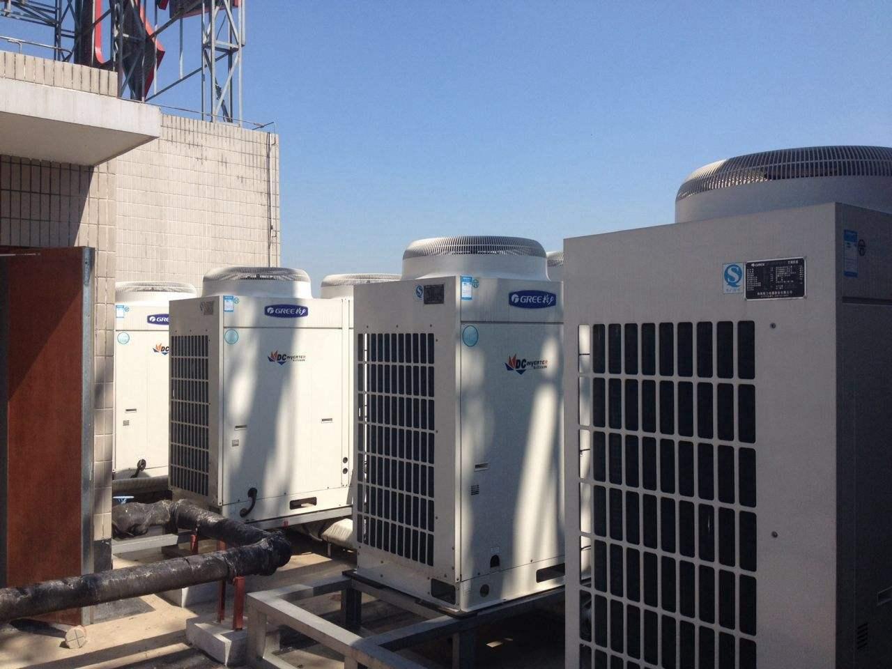 问,商用风冷模块机组是不是多个空调的组合,万一其中一台坏了是不是整个系统